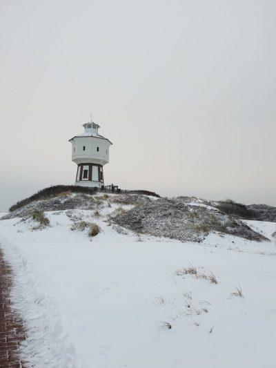 Der Wasserturm in der Langeooger Schneelandschaft